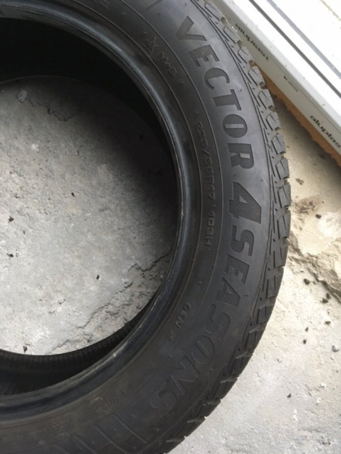 opona 235/55/17 Goodyear Vector 4 seasons 2018r